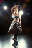 Dancingowa kobieta w sportive odzieży Zdjęcie Royalty Free