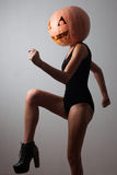 Dancingowa młoda kobieta Zdjęcia Stock