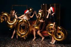 Dancingowe dziewczyny przy nowego roku przyjęciem fotografia stock