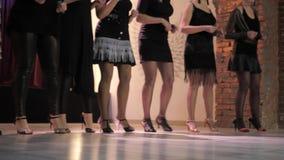 Dancingowe dziewczyny w rocznika klubie W ramowym tylko nogi zbiory