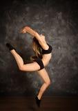 Dancingowej dziewczyny doskakiwanie Zdjęcie Royalty Free