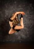 Dancingowej dziewczyny doskakiwanie Obraz Royalty Free