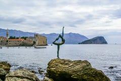 Dancingowej dziewczyny statua w Budva, Montenegro Obraz Stock