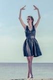 dancingowi plenerowi portreta kobiety potomstwa Zdjęcia Stock