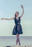 dancingowi plenerowi portreta kobiety potomstwa Fotografia Royalty Free