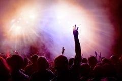 Dancingowy tłum przy dyskoteką Zdjęcie Stock