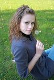 dandelion dziewczyny ręki chwyty Fotografia Stock