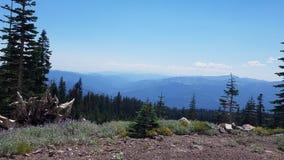 Dando boas-vindas a montanhas azuis negligencie Fotografia de Stock
