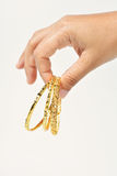 Dando o bracelete do ouro Imagens de Stock