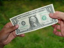 Dando o dólar Imagens de Stock