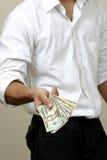 Dando o dinheiro Fotografia de Stock Royalty Free