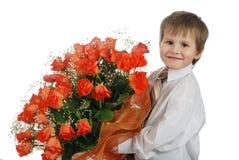 Dando a rosas o menino Foto de Stock