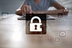 Dane ochrona, Cyber ochrona, ewidencyjny bezpieczeństwo i utajnianie, internet technologia i biznesu pojęcie obraz royalty free
