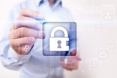 Dane ochrona, Cyber ochrona, ewidencyjny bezpieczeństwo i utajnianie, internet technologia i biznesu pojęcie zdjęcie royalty free