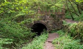 Daneway-Portal des Sapperton-Kanal-Tunnels auf dem Severn-Themse-Kanal in Gloucestershire England stockfotos