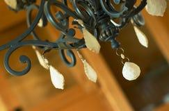 Danglers su un lampadario a bracci. Fotografia Stock