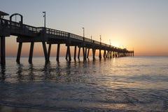 Dania在日出的海滩码头 好莱坞,佛罗里达 库存图片