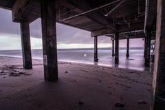 Dania Beach-de lange blootstelling van het zonsopgangonweer onder Dania Pier Royalty-vrije Stock Fotografie
