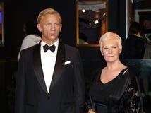 Daniel Craig y Judy Dench Imágenes de archivo libres de regalías