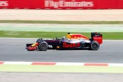 Daniel Ricciardo conduce el coche de competición de Red Bull en la pista para el Fórmula 1 español Grand Prix en Circuit de Catal Imágenes de archivo libres de regalías