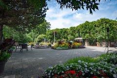 Daniel A Seguin gościa centrum przodu ogród z różnorodnymi rocznikami, Quebec fotografia royalty free