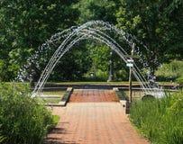 Daniel Stowe Garden ha incurvato la fontana Fotografie Stock Libere da Diritti