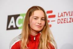 Daniela Vismane, Team Lettland Mitglieder von Team Latvia für FedCup, während des Treffens von Fans vor Erstrundespielen der Welt lizenzfreie stockbilder