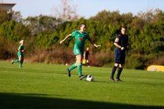 Danielle Burke κατά τη διάρκεια της αντιστοιχίας Εθνικού Πρωταθλήματος των γυναικών των γυναικών πόλεων FC του Κορκ και Peamount  στοκ φωτογραφία με δικαίωμα ελεύθερης χρήσης