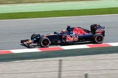 Daniil Kvyat conduce el coche de Scuderia Toro Rosso en la pista para el Fórmula 1 español Grand Prix en Circuit de Catalunya Imagen de archivo libre de regalías