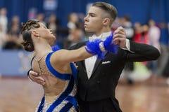 Daniil Shmidt- und Alina Gumenyuk Perform-Youth-2 Standardprogramm über nationale Meisterschaft lizenzfreie stockfotos