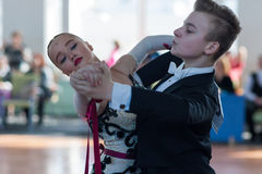 Danilevich Kevin och Dorosh Dariya Perform Youth-2 standart program Royaltyfria Foton