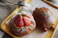 danish клубники и хлеб gingili с сосисками Стоковые Фото