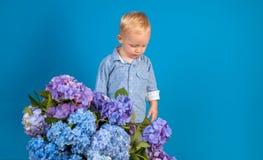 Dank u enkel Geregend Kinderjaren De zomer Moeders of van vrouwen dag De Dag van kinderen Kleine babyjongen Het nieuwe Concept va royalty-vrije stock afbeeldingen