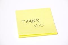 Dank u geschreven op een post-it of een kleverige die nota, op wit wordt geïsoleerds Stock Foto