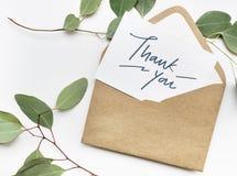 Dank u kaarden in een envelop stock afbeelding