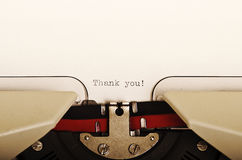 Dank u typte op een schrijfmachine Stock Foto