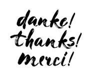 Danke Beschriftung im englischen, französischen, deutschen Dank, Merci, gezeichnete Phrase Danke Hand Handgeschriebene moderne Bü Stockbild