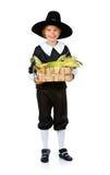 Danksagung: Jungen-Pilger, der Mais im Korb hält Lizenzfreies Stockfoto