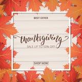 Danksagungs-Tagesverkaufsfahne Übergeben Sie Beschriftung auf dem hölzernen Hintergrund mit modischem Herbstlaub