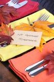 Danksagungstabellengedeck in den Herbstfarben - Nahaufnahme Lizenzfreie Stockfotos