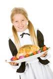 Dankzegging: Het glimlachende Pelgrimsmeisje houdt Geroosterd Turkije op Platt Stock Afbeeldingen