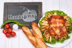 Dankzegging of Kerstmis Eigengemaakt geroosterd geheel Turkije op houten lijst Het Traditionele het Diner van de dankzeggingsvier royalty-vrije stock afbeeldingen
