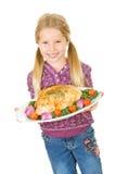 Dankzegging: Meisje Klaar om de Geroosterde Borst van Turkije te dienen Stock Foto's