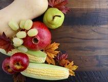 Dankzeggingsdaling Autumn Harvest Wood Background Royalty-vrije Stock Foto's