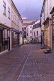 Danmark - Oktober, 18 2014: Forntida dansk gata i den Ã-… rhusen - Sankt Clemens Stræde Stadslandskapdesign arkivfoto