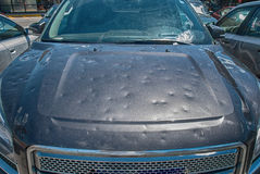 Danneggiamento della grandine dell'automobile fotografia stock