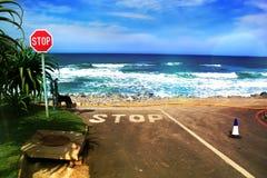 Danneggiamento della riva dalla tempesta di inondazione Fotografia Stock