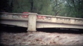 (danni delle alluvioni Colorado 1968 del film di 8mm) stock footage