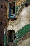 Danno in città di industria, costruzione di mattone rovinata Fotografia Stock Libera da Diritti