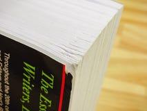 Danno da accantonare della fine spessa del libro degli scrittori su fotografie stock